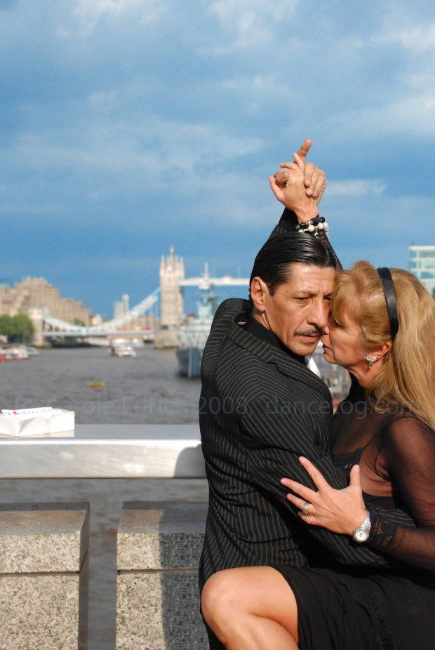 Los Ocampos dancing on London Bridge
