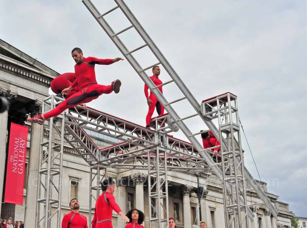 Surprises Streb at Trafalgar Square
