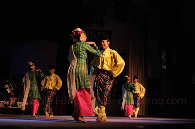 Traditional Gawai courtship dance in Malaysia