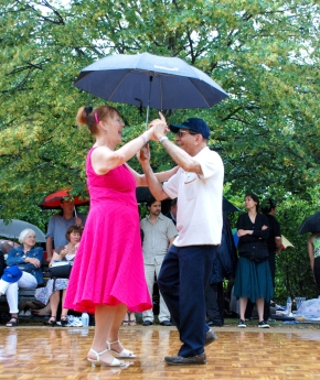 Dancers in the rain at Dance Al Fresco in Regents Park