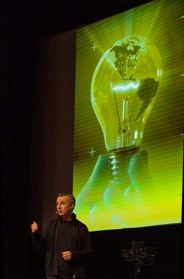 Marco Tempest at ISE 2013, (c) Carole Edrich 2013