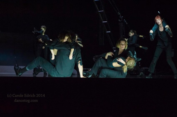 Boris Charmatz's enfant, performed by 10 adults and 14 children. (c) Carole Edrich 2014