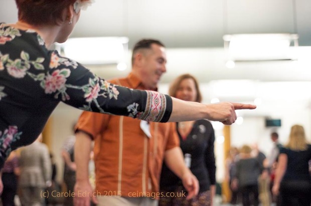 Jenny Thomas directs people learning to dance at Parliament, (c) Carole Edrich 2015